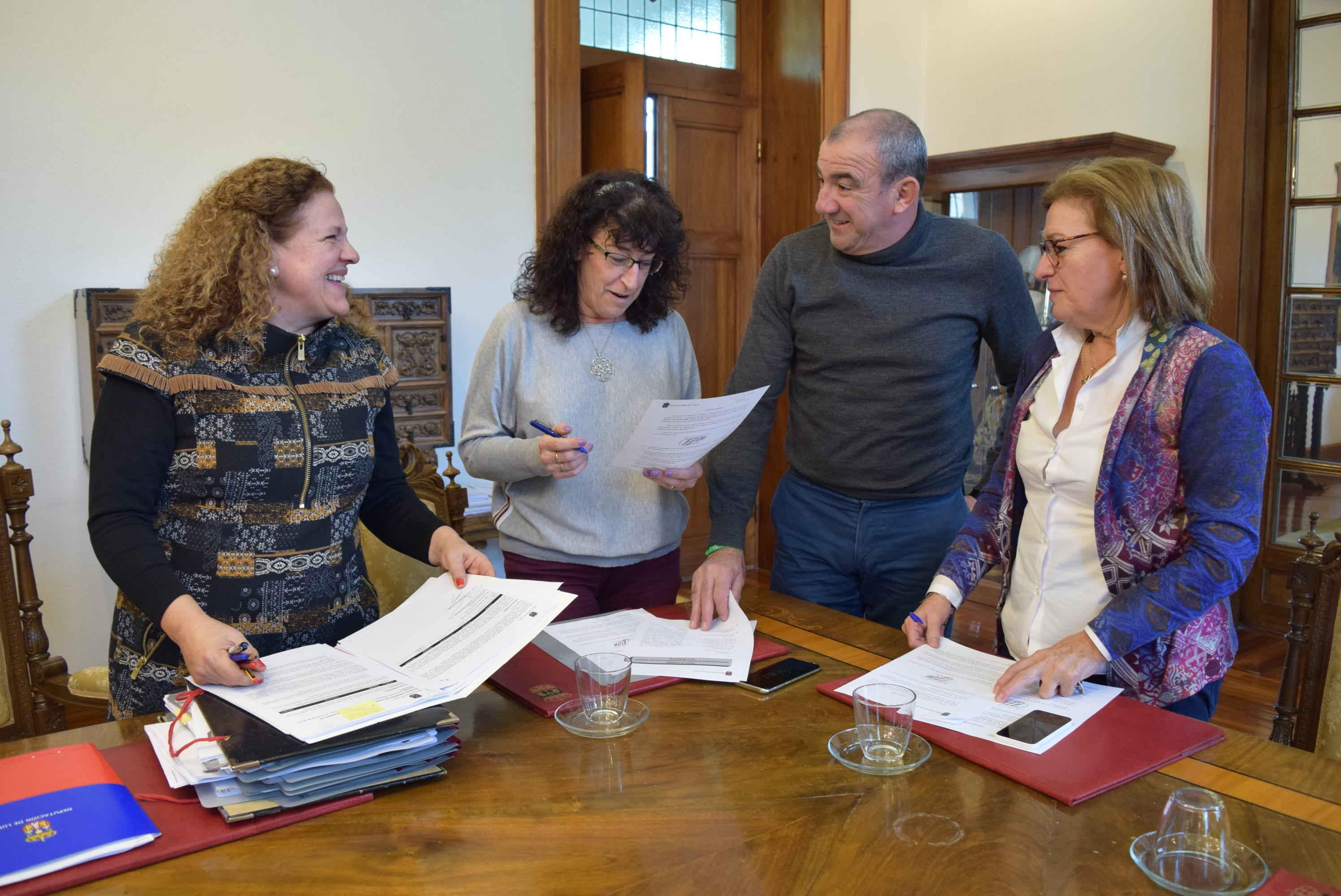 A Deputación destina 36.000 euros a 39 asociacións para cursos e demostracións de artesanía na provincia