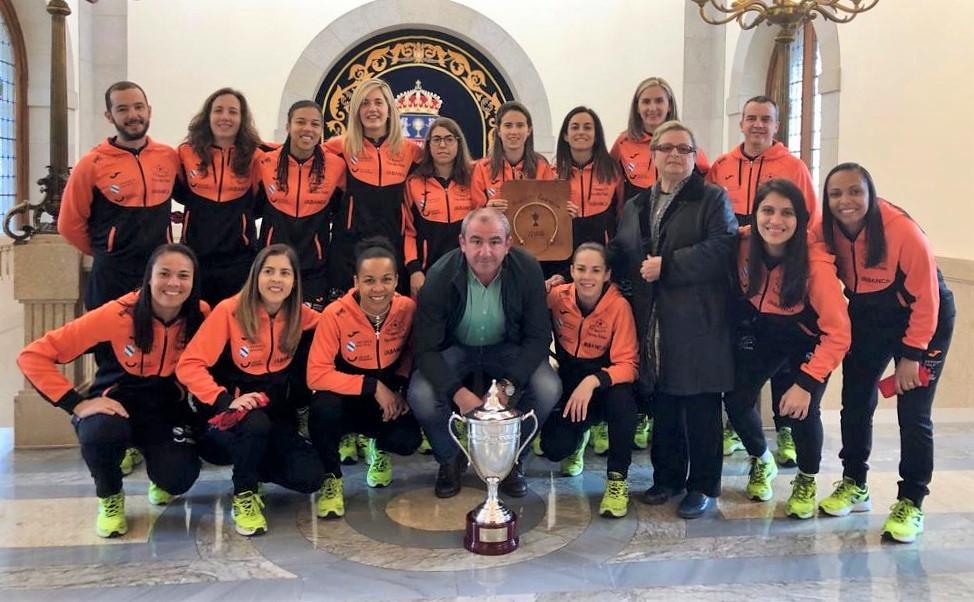 As xogadoras do Burela FSF, campioas da Copa da Raíña, foron homenaxeadas na Deputación